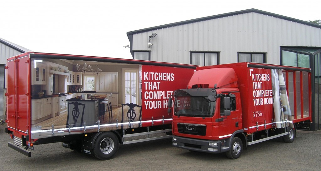 uform curtainside trucks